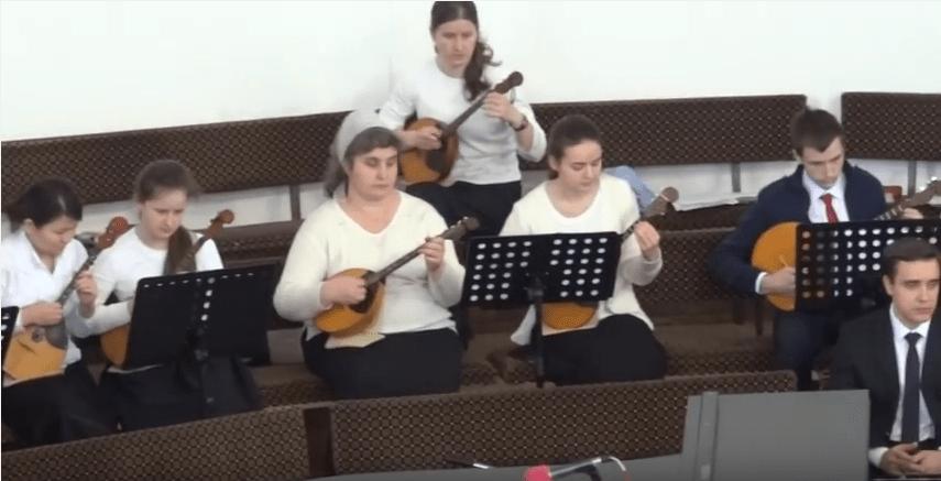 Strunnyy orkestr obshchee penie Rozhdestvenskiy Gimn