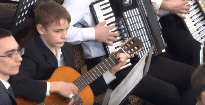 Strunnyy orkestr solo Zhemchuzhina v moikh rukakh
