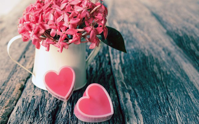 Постоянно любите друг друга от чистого сердца!