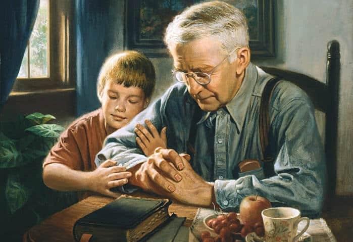 dedushka molitsya s vnukom
