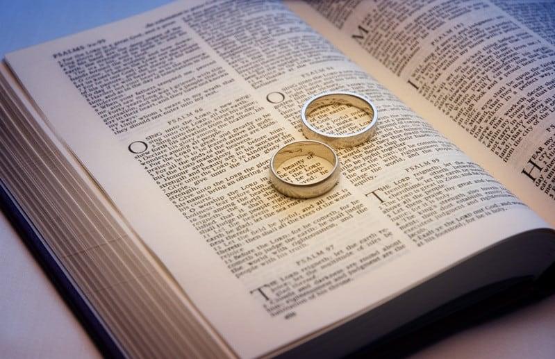 izuchit odnu iz knig Biblii