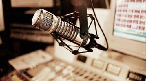 poslushav radio nachal lyubit