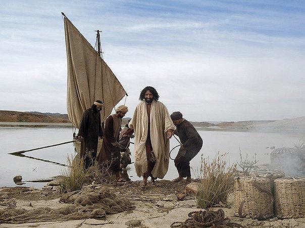 Petr pripal k kolenyam Iisusa