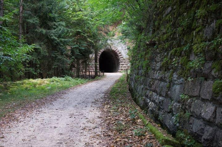zhizn prokhodit cherez tunneli
