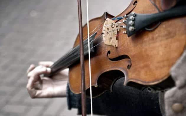 ruka muzykanta