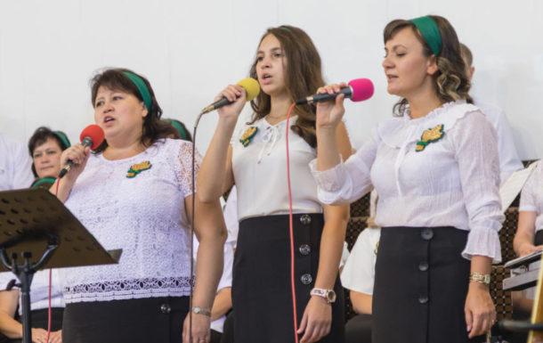 Пение на 90 лет Церкви Альфа и Омега